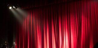 Jak ubrać się do teatru?