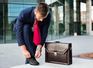 Na jaką okazję wybrać teczkę lub torbę męską? Poradnik modnego mężczyzny